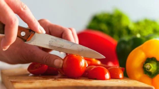 625-cutting-food_625x350_61447238509